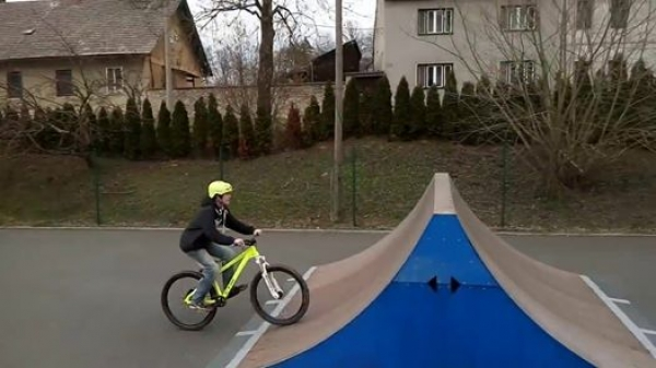 Video ze skateparku